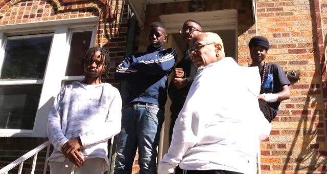 Guy Bryant und seine Pflegekinder. Quelle: Screenshot Youtube