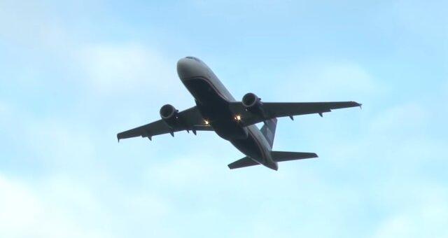 Mann flog 1.000 km für eine Fremde. Quelle: Screenshot Youtube
