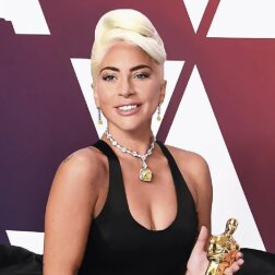 Lady Gaga in gelbem Diamanten von Tiffany. Quelle: Screenshot Youtube