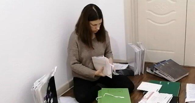 Frau fand eine kostenträchtige Zeichnung im Müll. Quelle: Screenshot Youtube