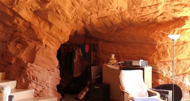 Höhle mit allen Annehmlichkeiten. Quelle: Screenshot YouTube