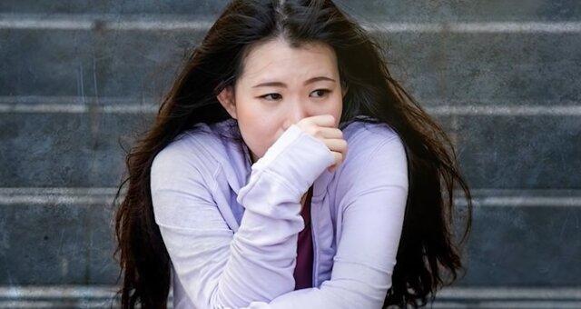 Junge Frau weinte, als sie einen alten Mann heiratete. Quelle: Screenshot Youtube