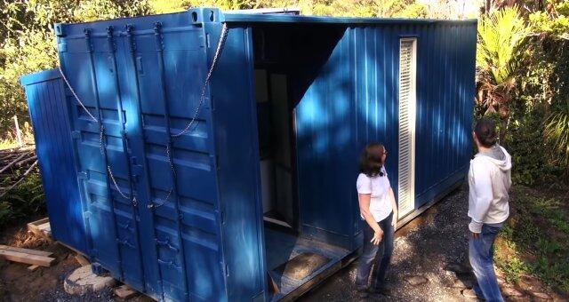 Frau lebt allein in einem 10 Quadratmeter großen Schiffscontainer. Quelle: Screenshot Youtube
