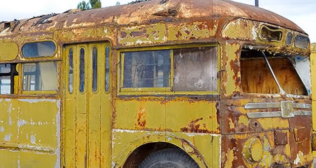 Rostiger Bus. Quelle: Screenshot Youtube