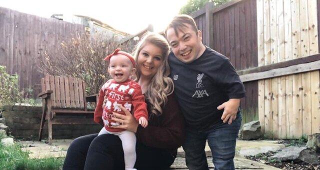 James, Chloe und ihre Tochter Olivia. Quelle: Screenshot Youtube