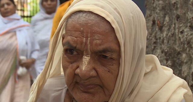 75-jährige Frau lebt von Wasser und Tee. Quelle: Screenshot Youtube