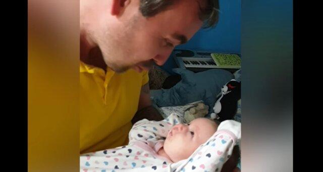 Vater und seine kleine Tochter. Quelle: Screenshot Youtube